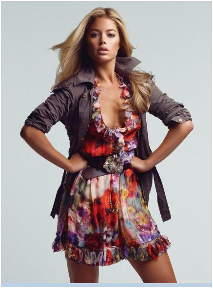 08c4c9575b59e Elbise modellerine yeni bir tarz getiren Blumarine 2010 için harika  tasarımlar oluşturmuş. Çiçek desenlerin ve pastel tonların kendini bariz  bir şekilde ...